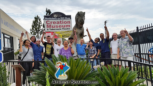 201506_AAA_Atheists_at_CreationMuseum_12